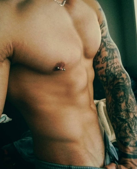 Male_nipple_piercing