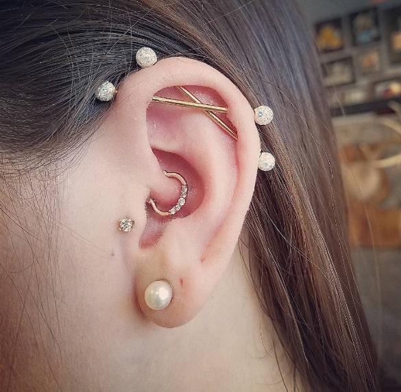Daith, tragus _double scaffold piercing